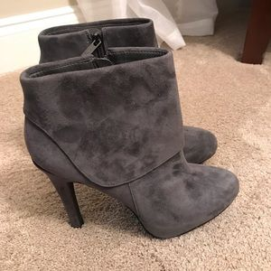 Jessica Simpson size 9 gray suede bootie